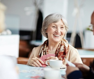 Cómo convencer a los mayores para que utilicen sus audífonos