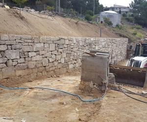 Muros con piedra rústica del país