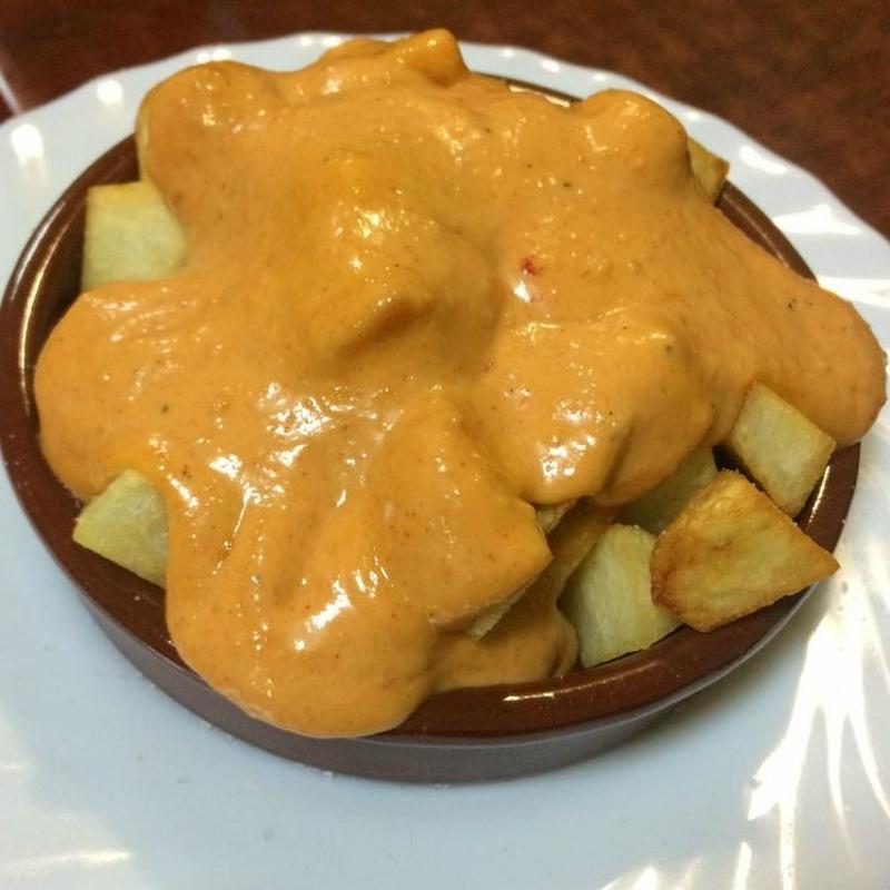 Patatas bravas: Hamburguesas, bocadillos y más de La Rosa de Reus