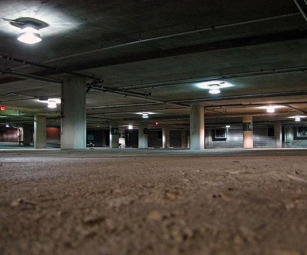 ¿Es posible aparcar una moto y un coche en una misma plaza de garaje?