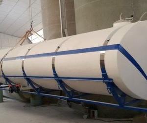 Cisterna elíptica fabricada en poliéster con compartimentos