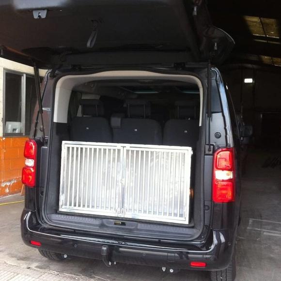 Jaulas en acero inoxidable  para el transporte de perros : TRABAJOS de Carpintería Metálica Hialupin
