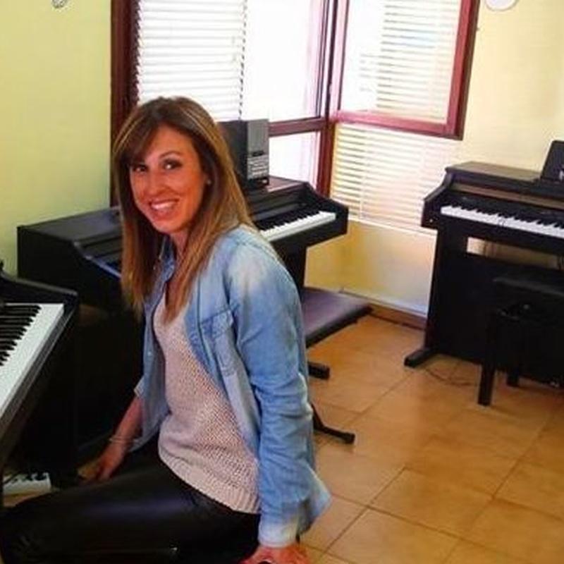 CLASES PARA ADULT@S: Nuestras clases de Academia de Guitarra y Piano Roland