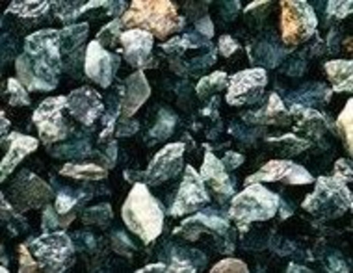 Piedra natural triturada, decorativa y de color verde serpentina