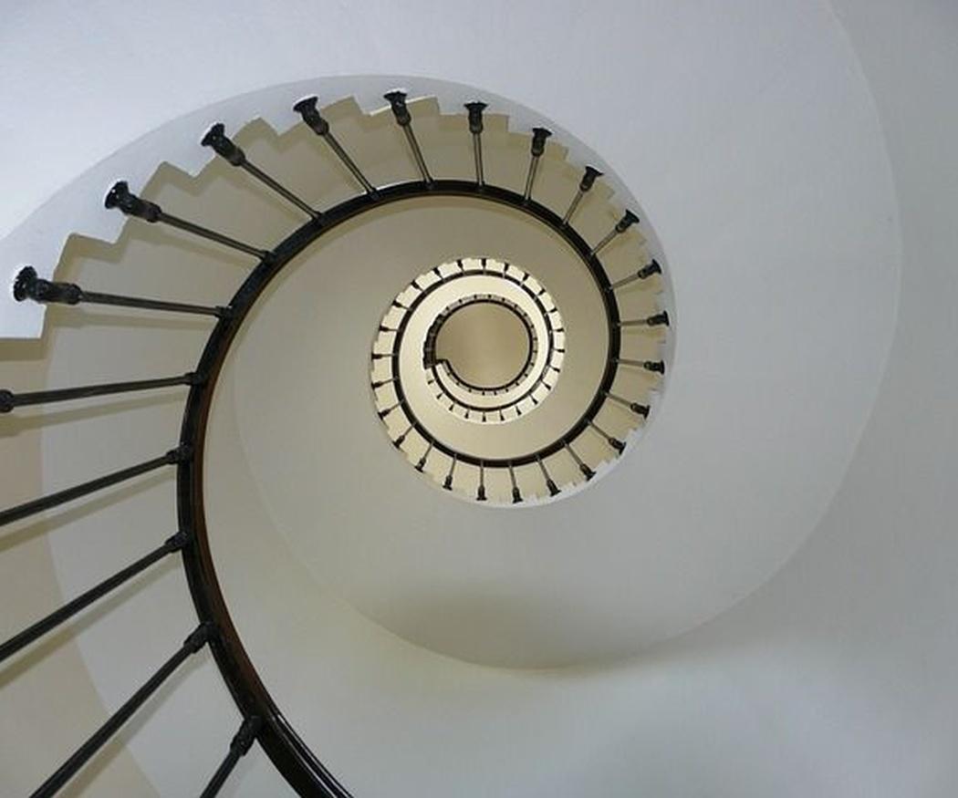 Escaleras de madera de caracol