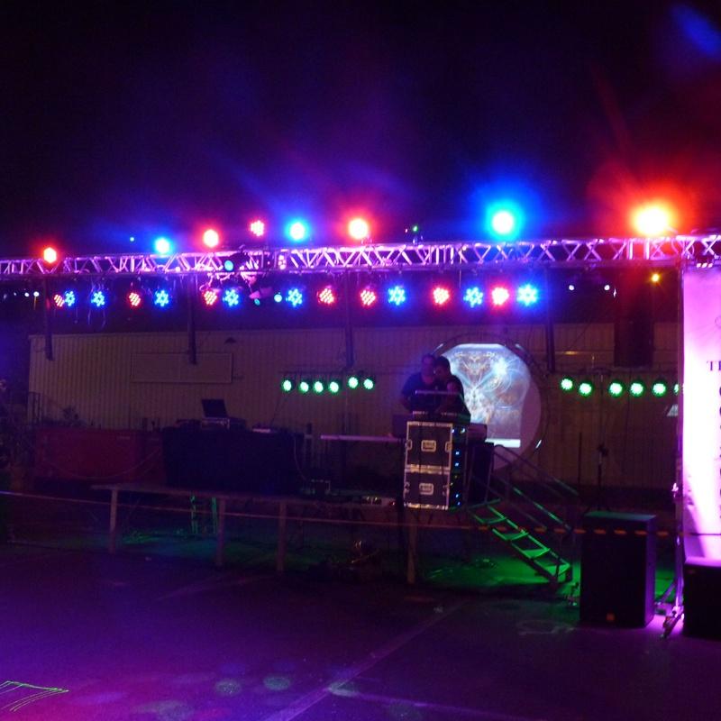 SUPERPARLED 136:: Nuestros servicios of Jukeval Eventos
