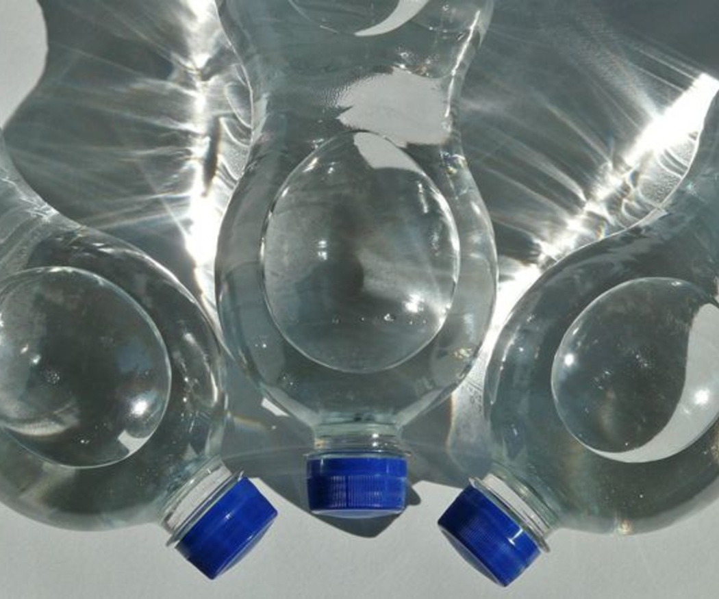 Diferencias entre agua embotellada y del grifo