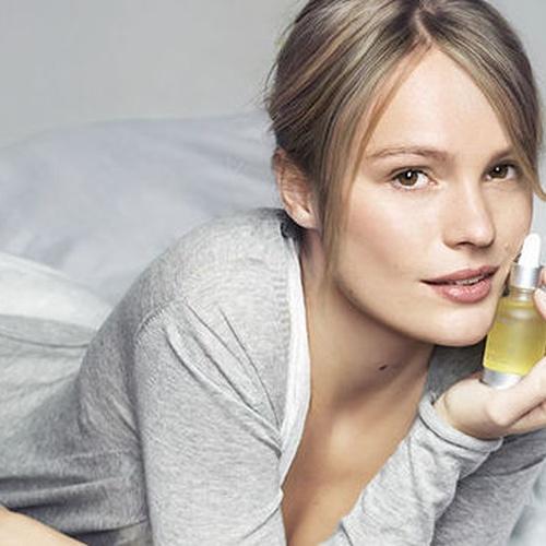 Sleeping Oil... tu mejor aliado, regenera, nutre, y aporta sensación de descanso en tu piel . Pruébalo.