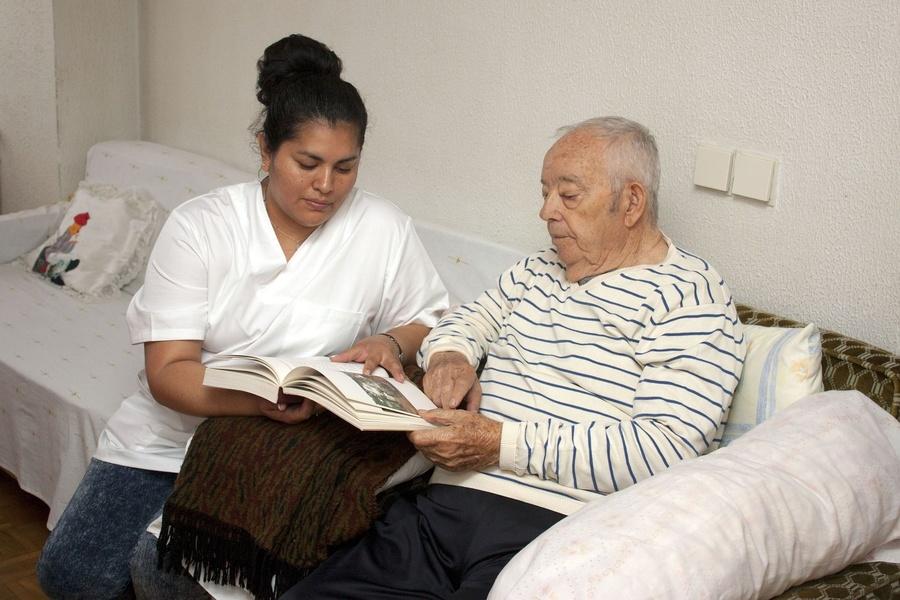 Cuidados que necesitan las personas mayores con alzhéimer