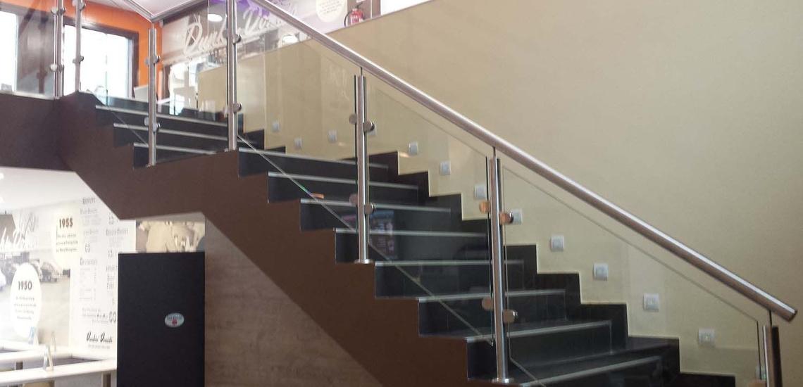 Barandillas de acero inoxidable y escaleras metálicas en Valdemoro