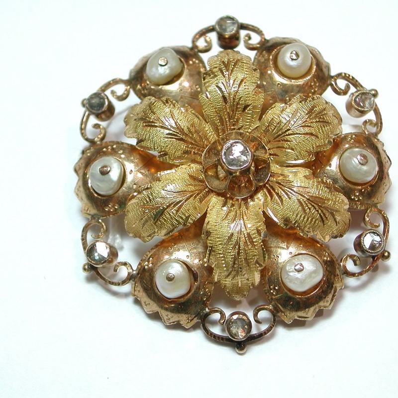 Broche floral de oro amarillo de 18k con perlas. Finales S.XIX:: Catálogo de Antigua Joyeros