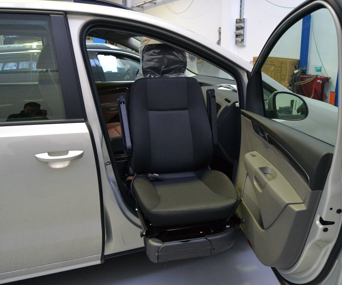 Adaptación de vehículos para minusválidos en turismos: Servicios de Carrocerías Ibaicar