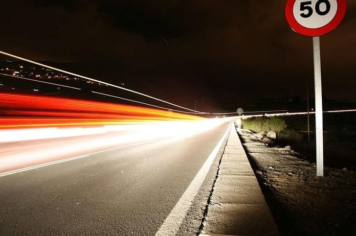 Los límites de velocidad bajarán en la mayoría de calles y carreteras a lo largo de la próxima prima