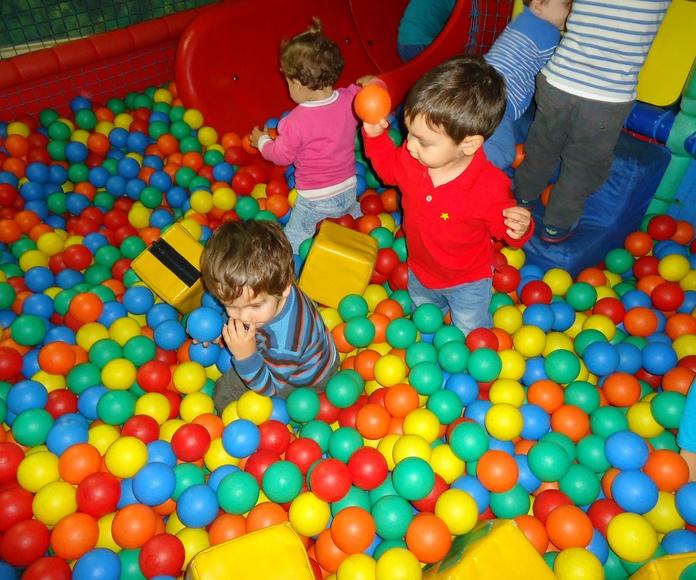 jugando en las bolas