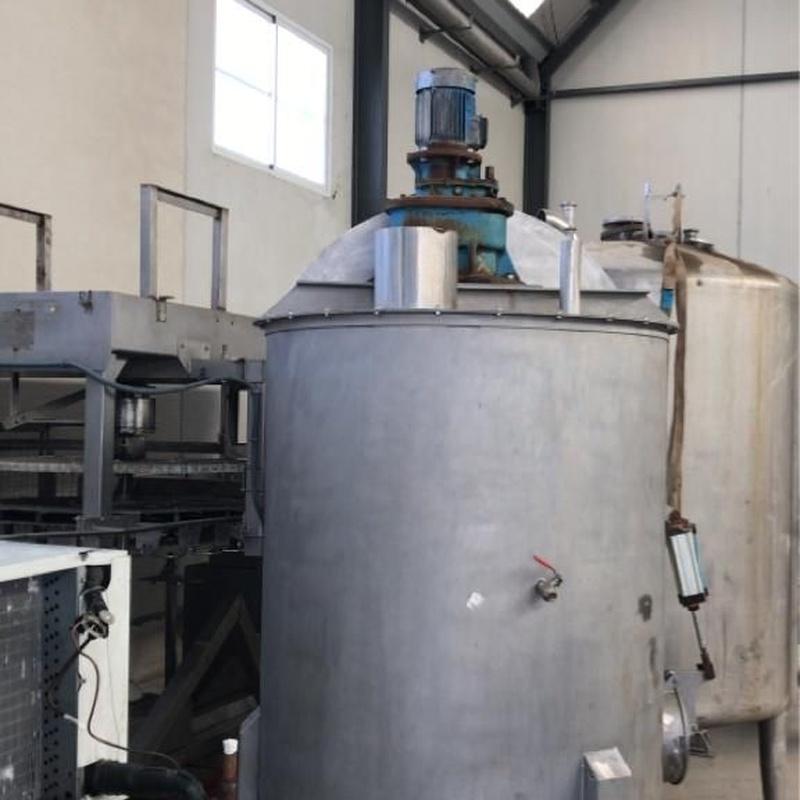 Depósito con removedor 1800 litros:  de MAQUIMUR