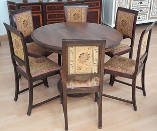 mesa madera macisa antigua con sillas