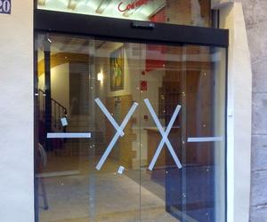 Puerta peatonal de cristal corredera automática en Hotel Valencia