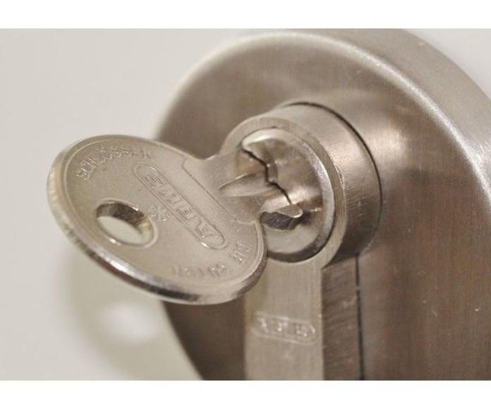 Carpintería y cerrajería: Productos y servicios  de Batista y Ossorio