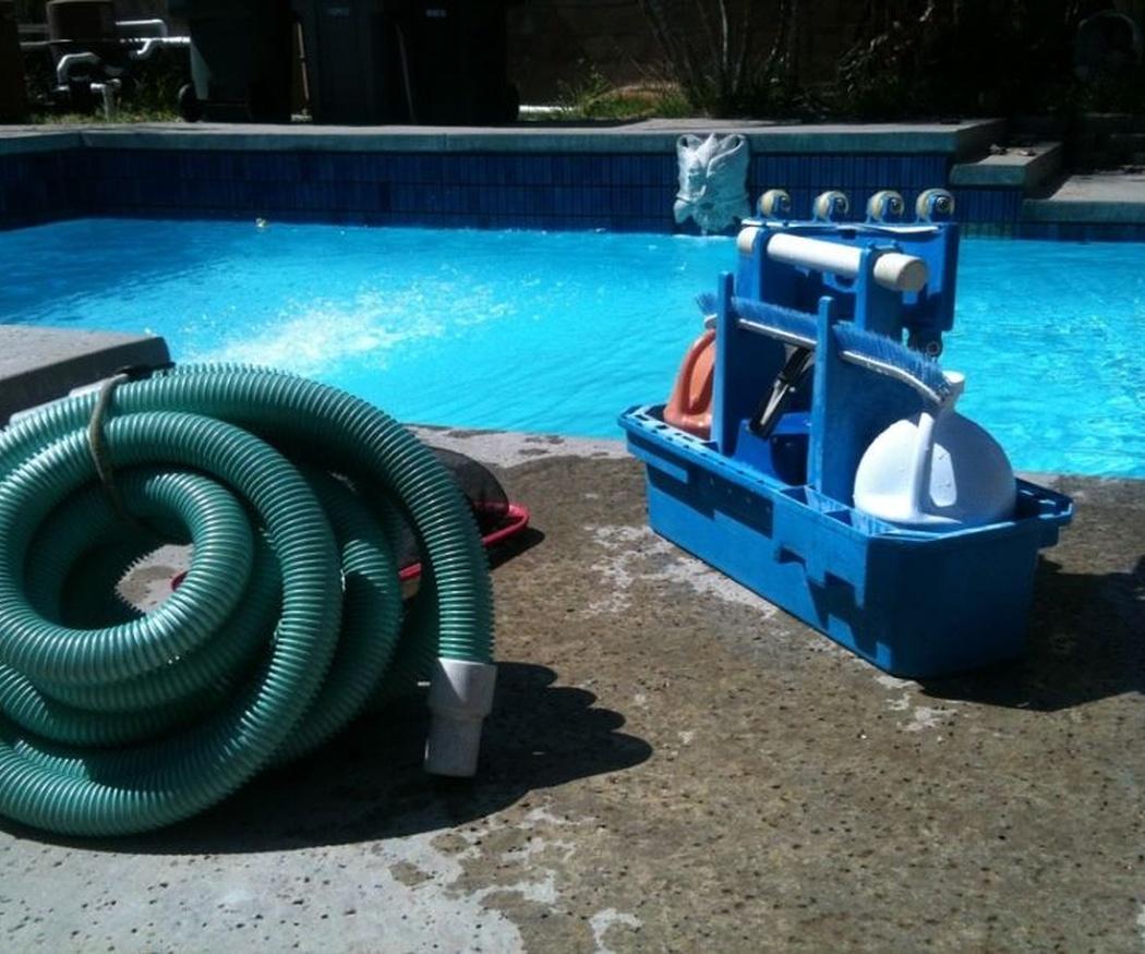 ¿Qué se necesita para limpiar piscinas?