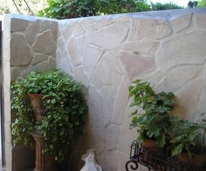 Piedra sobre muro
