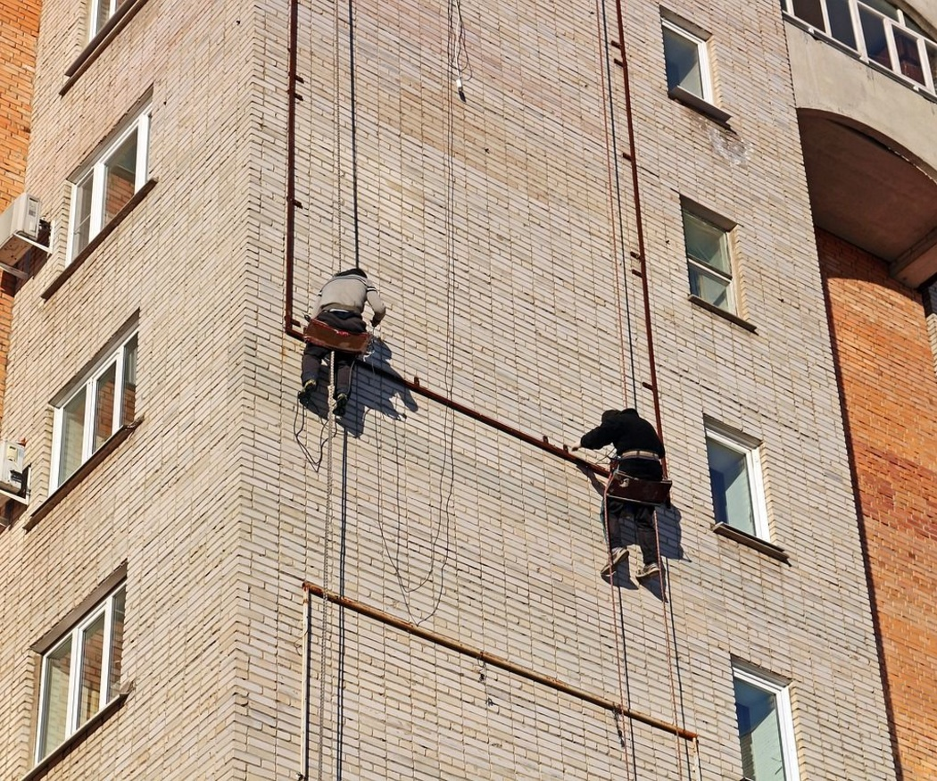 ¿Qué normas de seguridad hay que tener en cuenta para trabajar en alturas?