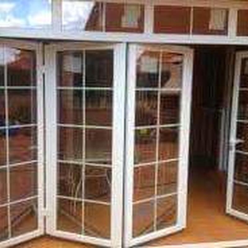 Puertas replegables: Servicios de Cristalería Adorna