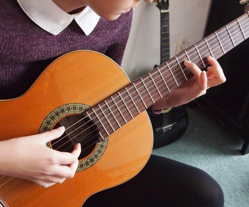 Cómo cuidar una guitarra española