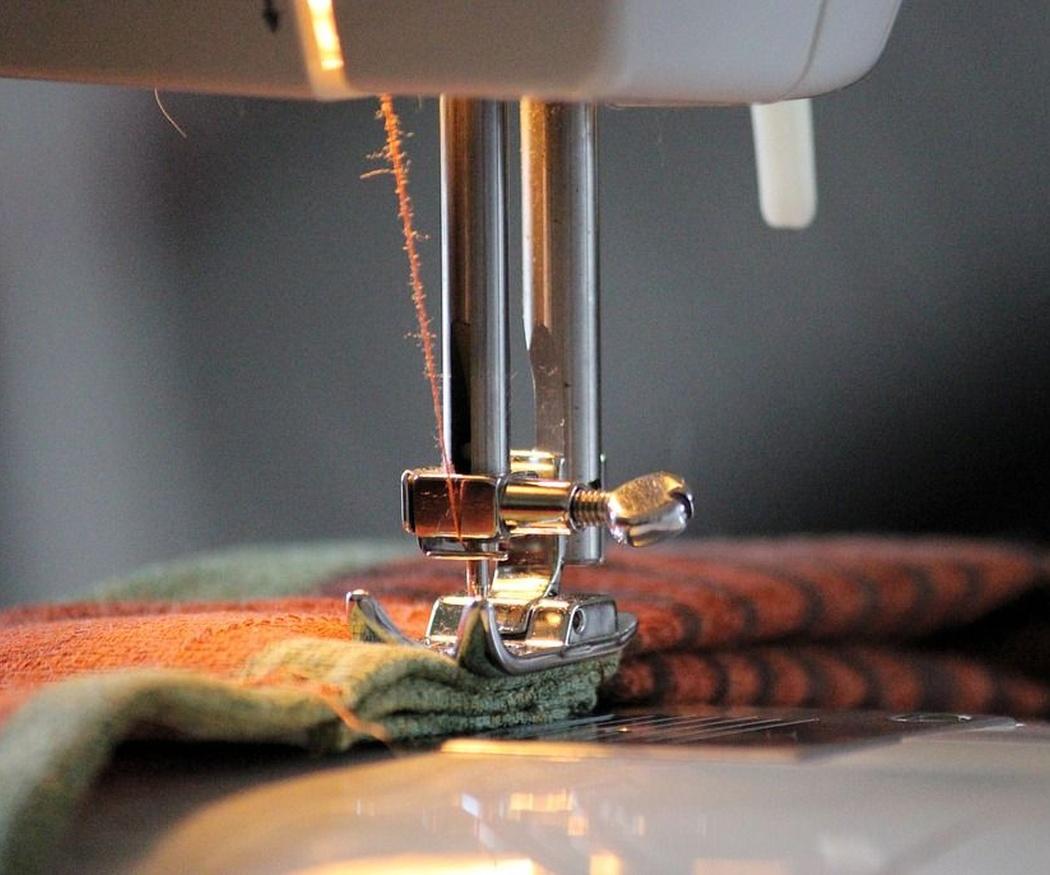 Consejos para cambiar la aguja de la máquina de coser