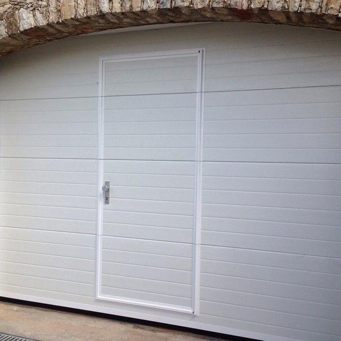 ¿Puerta de garaje basculante o seccional?