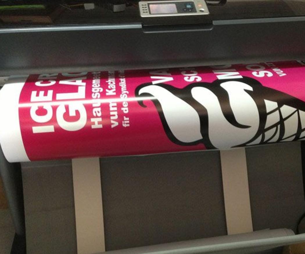 ¿Cómo evitar que se atasque el papel en la impresora?