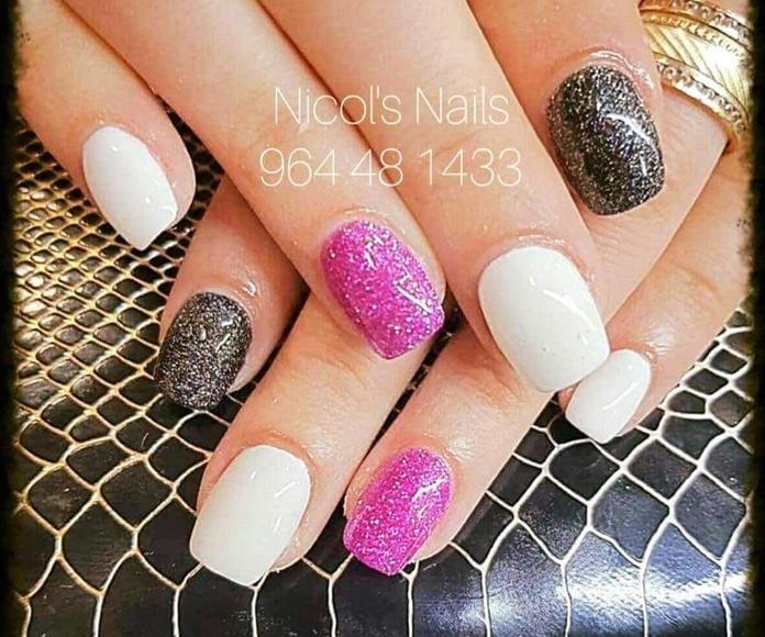 Uñas de gel: Servicios de Salón de Belleza Nicol's