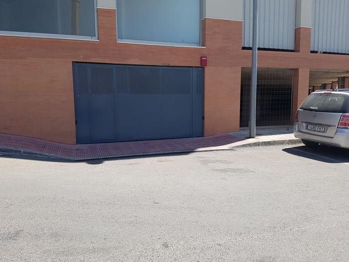 Puertas de cocheras: Servicios de THICORCA