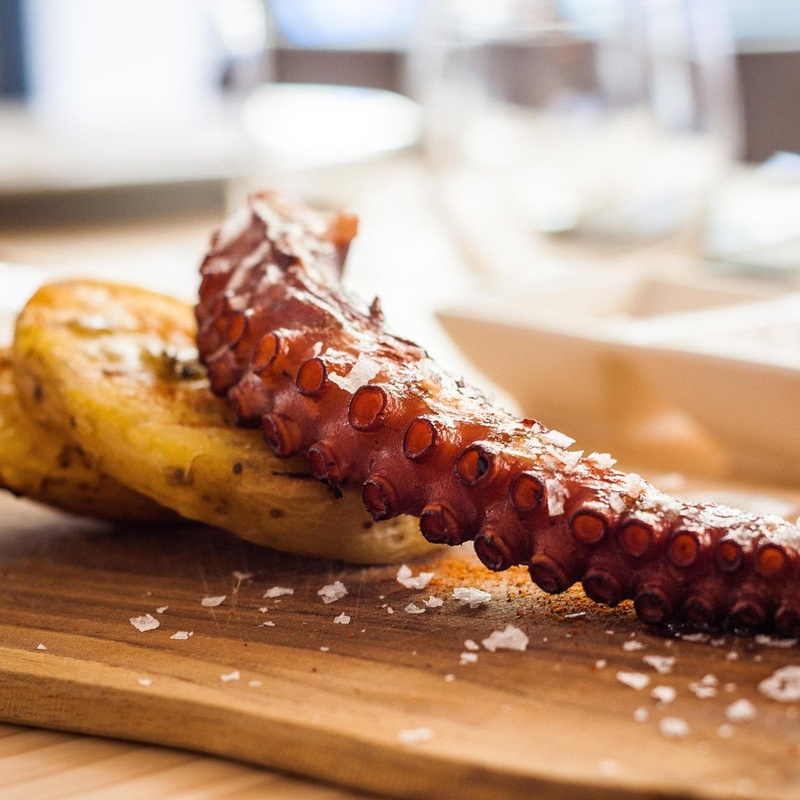 Grilled octopus' leg with parmentier and potatoes: MENU de Alquimia