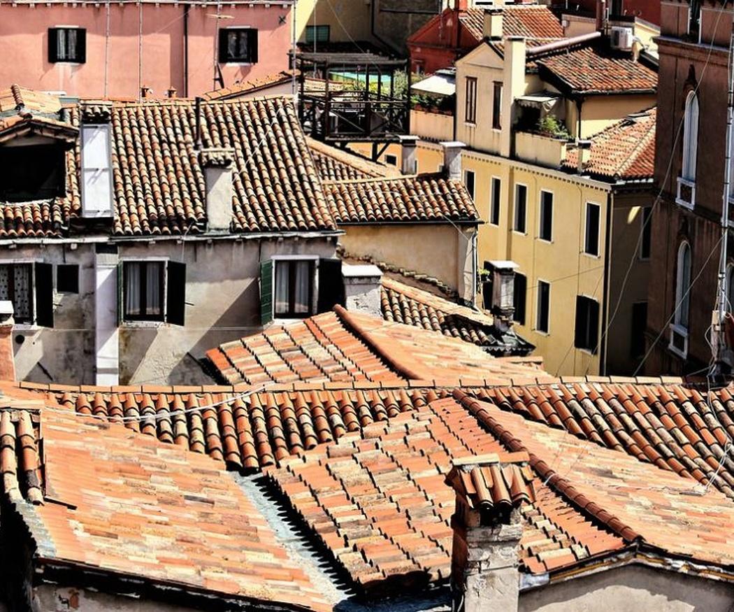 ¿Sabes cómo son los tejados a dos aguas?