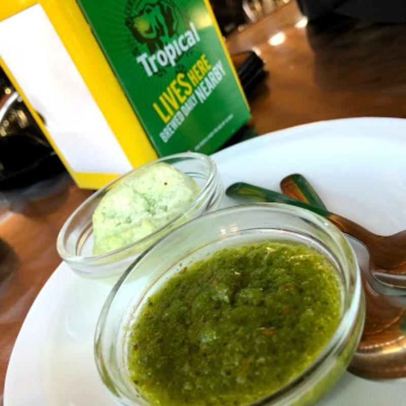 Sauces and bread: Our Menu de Kiosco La Charca