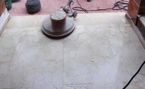 Abrillantado y cristalizado de suelo de mármol