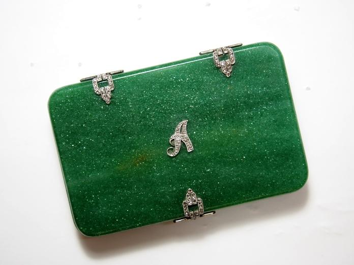 Caja de rapé Art Decó de aventurina verde, oro de 18k y diamantes.1920-30: Catálogo de Antigua Joyeros