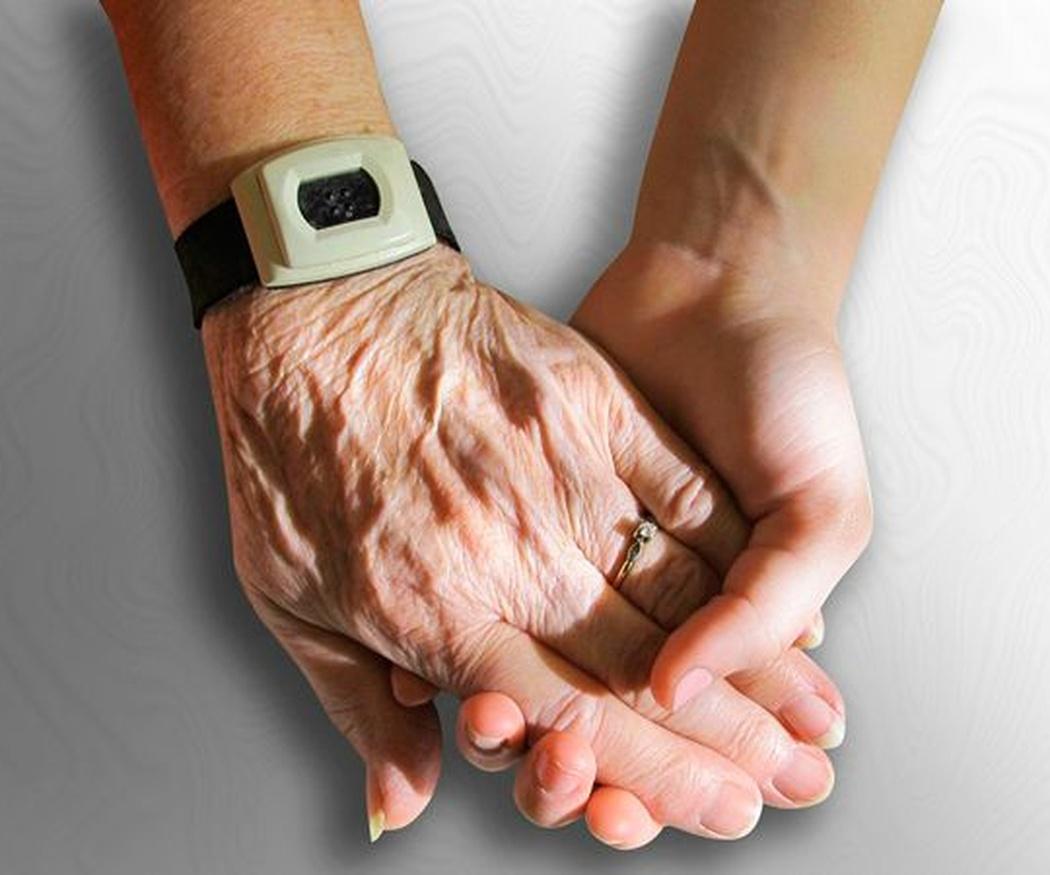 Cómo elegir a un buen cuidador de personas mayores