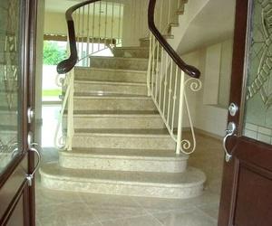 Escaleras en mármol pulido