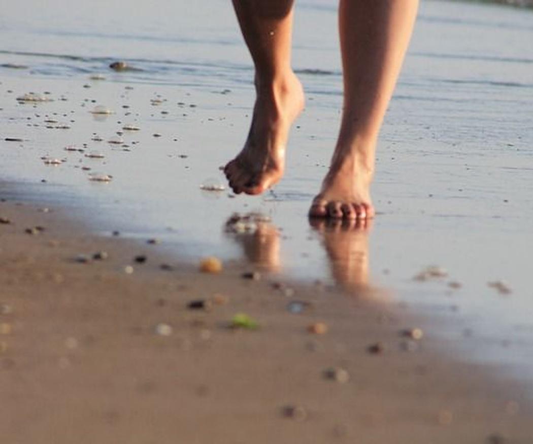 ¿Cómo tratar los hongos de los pies?
