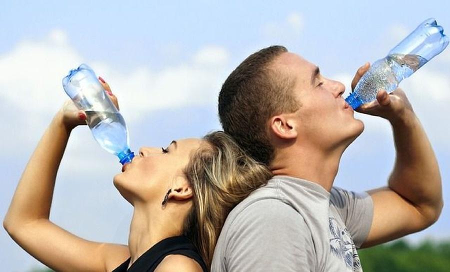 Los beneficios que proporciona al organismo beber agua