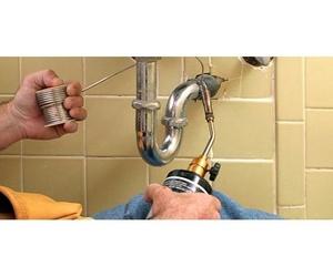Mantenimiento y reparación de fontanería y desagües