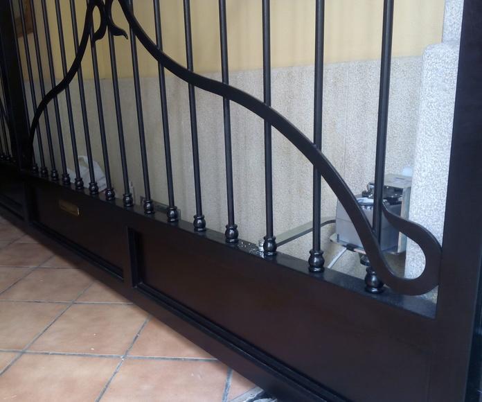 Detalle de espacio de brazo (puerta abierta)
