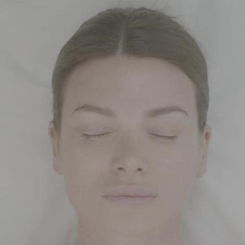 PHI BRIGHT, el nuevo tratamiento adaptado a tu tipo de piel. Siente tu piel rejuvenecida y regenerada