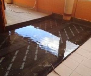 Prueba de agua tras impermeabilización con lámina asfáltica