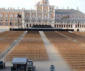 Alquiler y montaje de sillas para eventos
