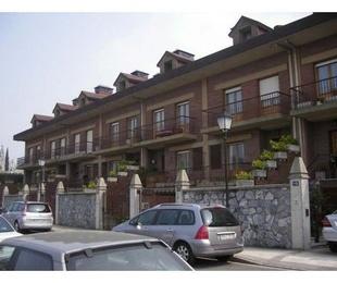30 viviendas unifamiliares adosadas en Polloe, San Sebastián.