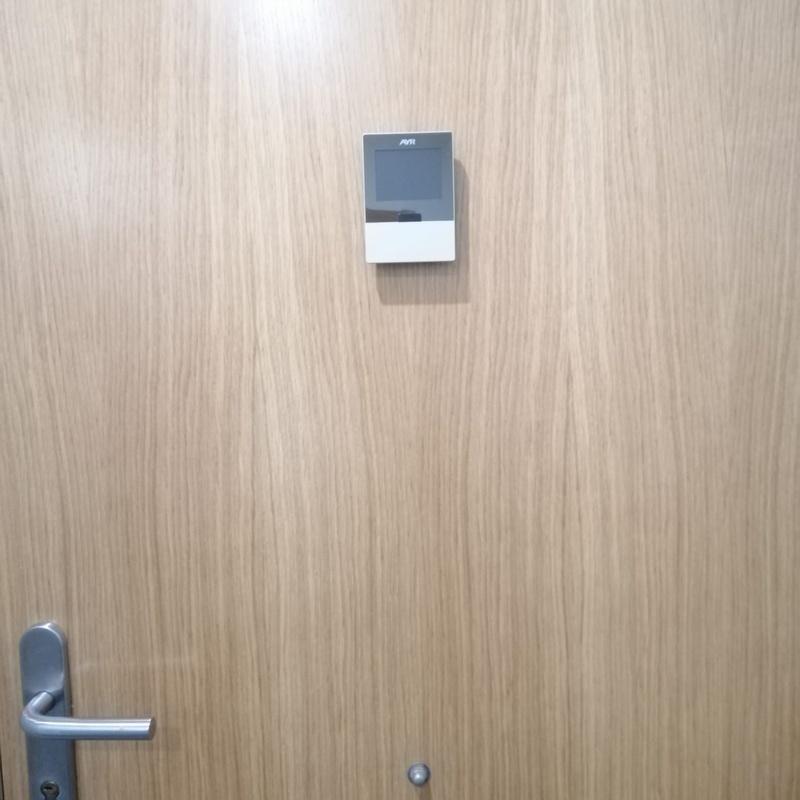 Vendemos e instalamos mirillas electrónicas: Servicios de Puertas Y Armarios Zarautz