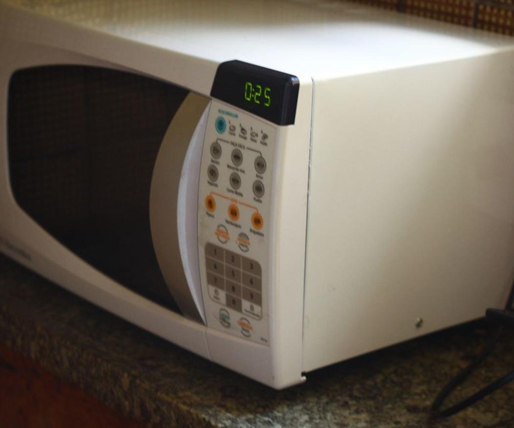 Cómo ahorrar energía eléctrica usando el microondas