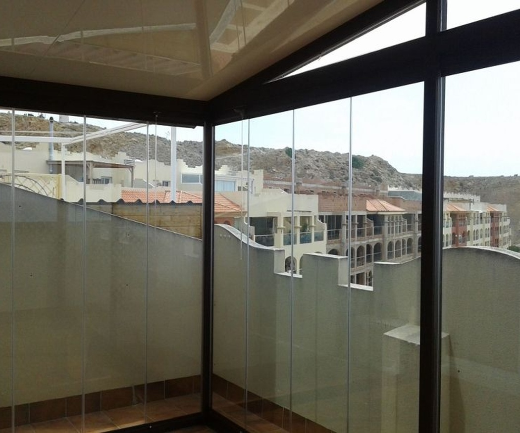 Más sobre el mantenimiento de las cortinas de cristal